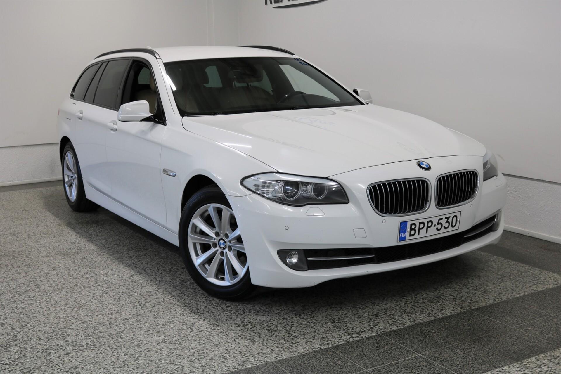 BMW 520 TwinPower Turbo Sport A F11 Touring Business / Nahkaverhoilu / Xenon / Seisontalämmitys / Koukku / Tutkat / Sähköinen takaluukku