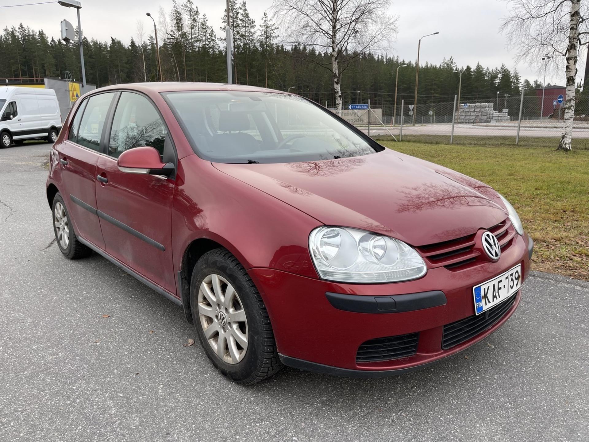 VOLKSWAGEN GOLF 1, 6 75 kW Trendline aut. 5d